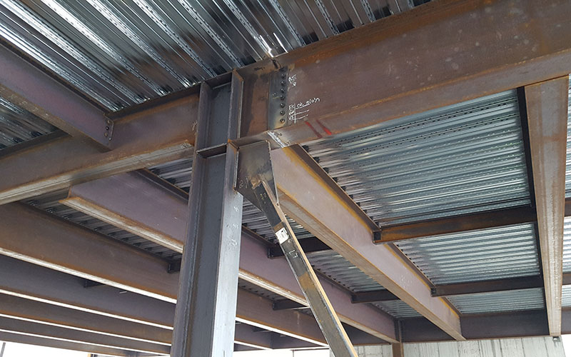 metal beams holding up a metal ceiling or roof